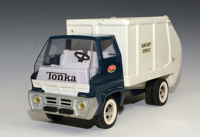 1969 Tonka Garbage Truck w/Box, NEAR MINT!