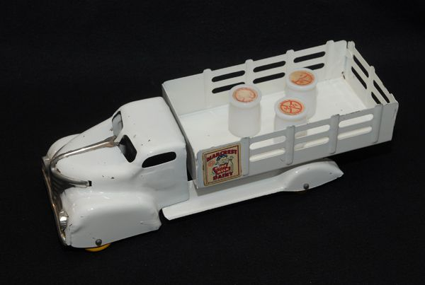 Marx Marcrest Dairy Truck, NEAR MINT!