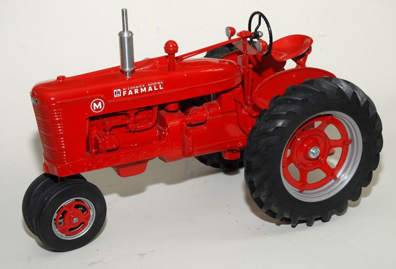 Farmall M Tractor, 1:8, Scale Models, MINT with Box!!